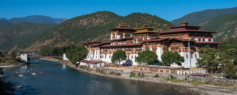 Bhutan, Punakha Dzong beside the Mo Chhu