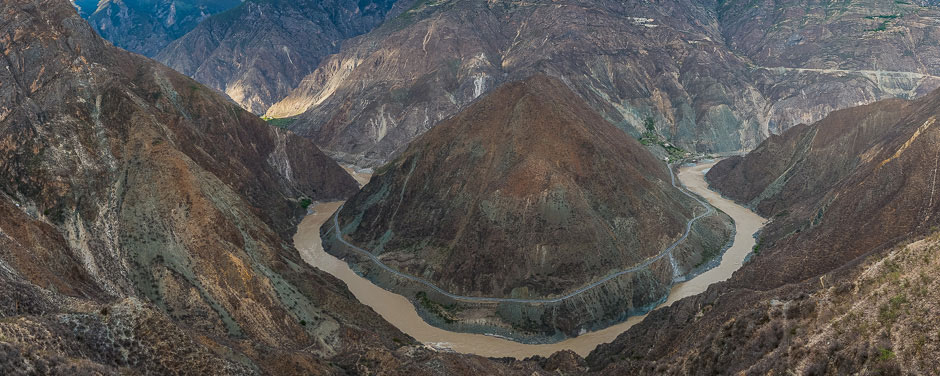"""The """"Moon Bend,"""" of the Yangtze River"""