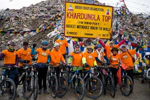 Our 2016 group before downhill from the Khardung La, at 5603m